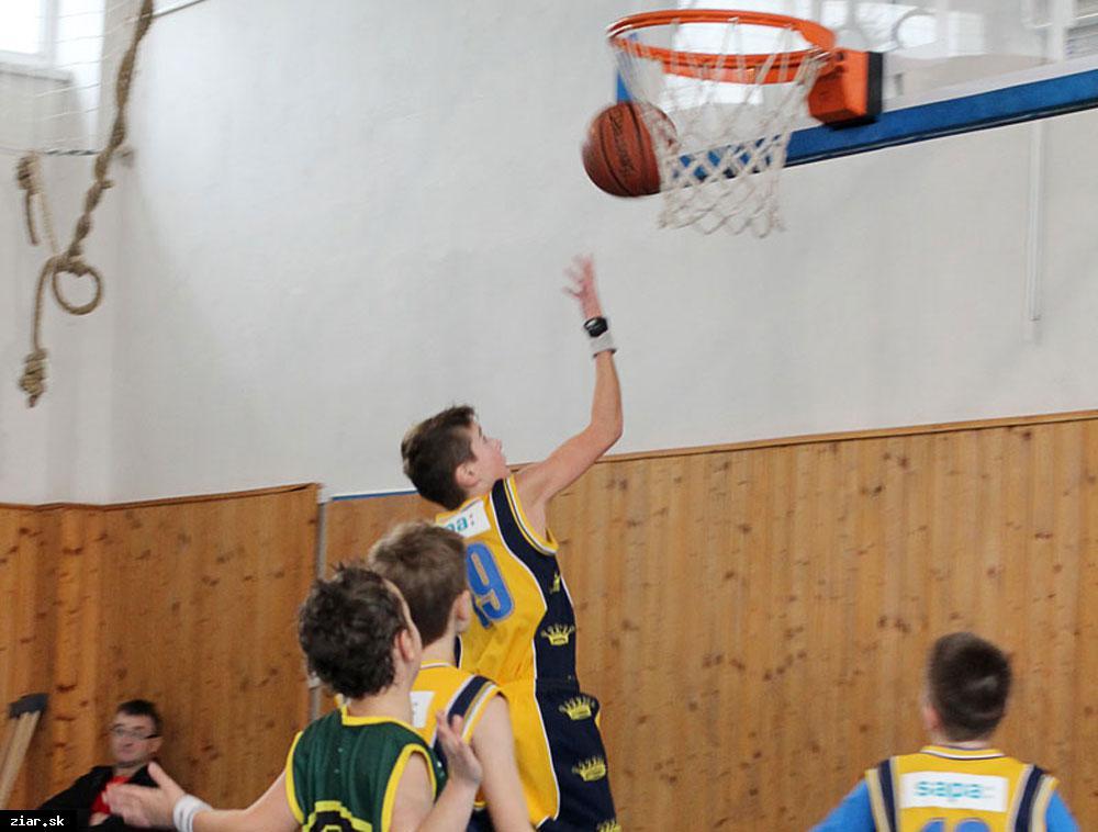 obr: Basketbal: Víťazný zápas s vekovo starším súperom