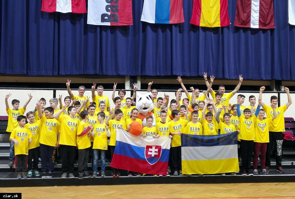 obr: Basketbalisti úspešne reprezentovali naše mesto