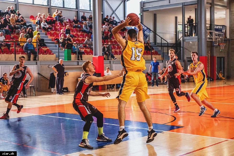 obr: Basketbal: Výhra na domácej palubovke v prvom zápase sezóny