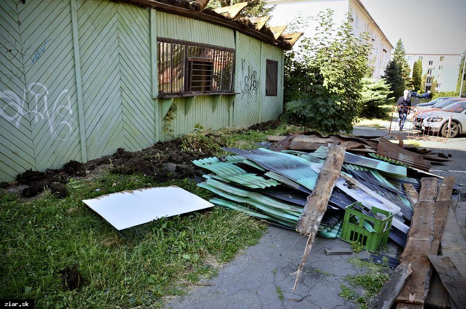 obr: Bývalú predajňu zelovocu dalo mesto zbúrať