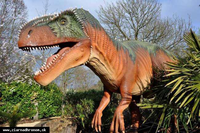 obr: Po žiarskom parku sa budú prechádzať dinosaury