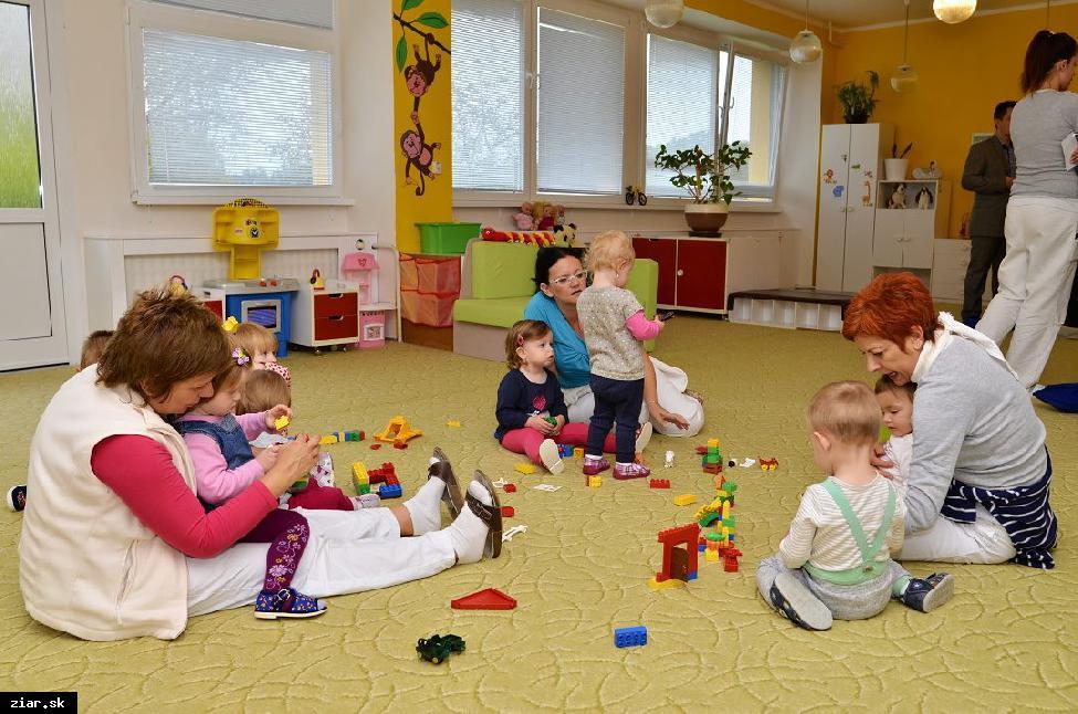 Za pobyt dieťaťa v mestských jasliach si rodičia priplatia