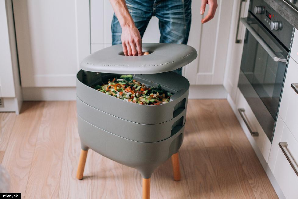 obr: Kompostovať sa dá aj v paneláku