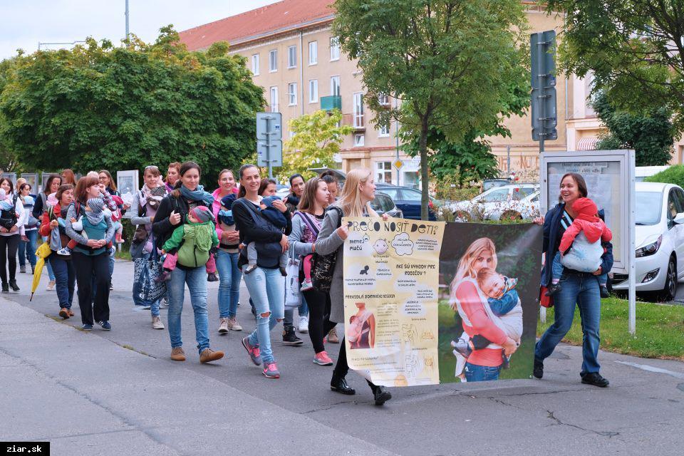 obr: Európsky týždeň nosenia detí aj v Žiari nad Hronom