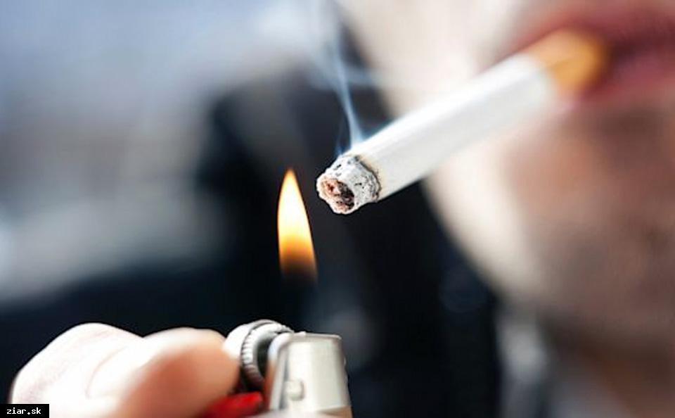 obr: Len 16-ročnému mladíkovi predala cigarety. Pokute sa nevyhla!