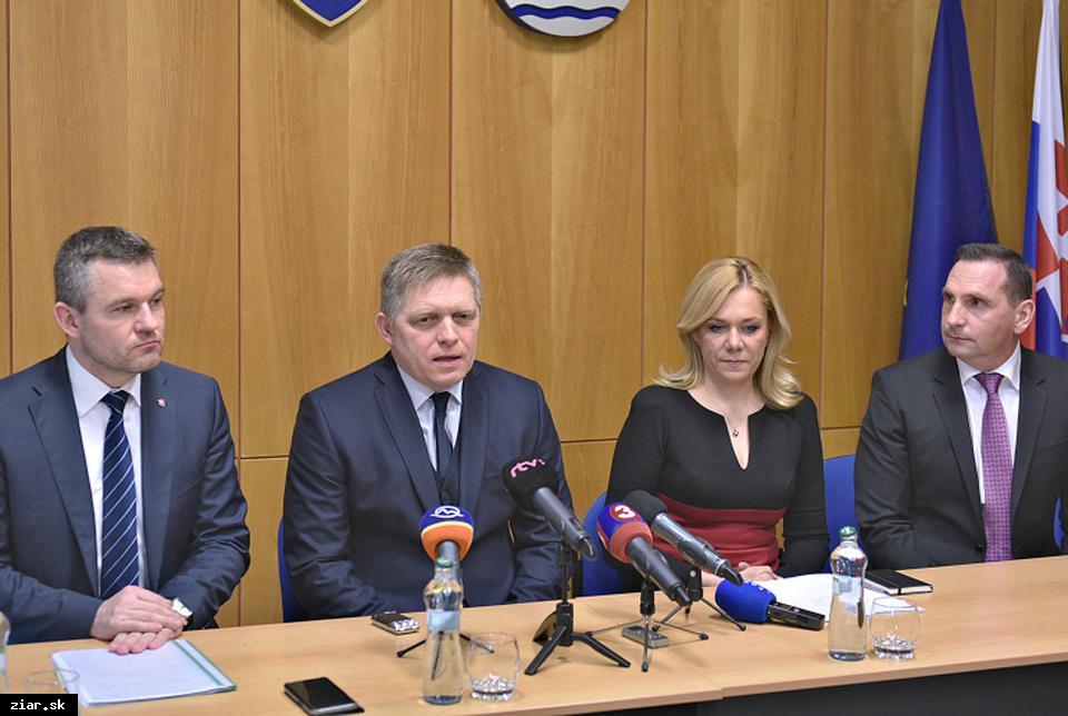 obr: Premiér Robert Fico sľúbil milión eur na dostavbu zimného štadióna