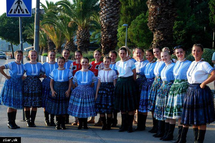 obr: Folklórny súbor Hron sa divákom v Chorvátsku predstavil s programom z Tekova