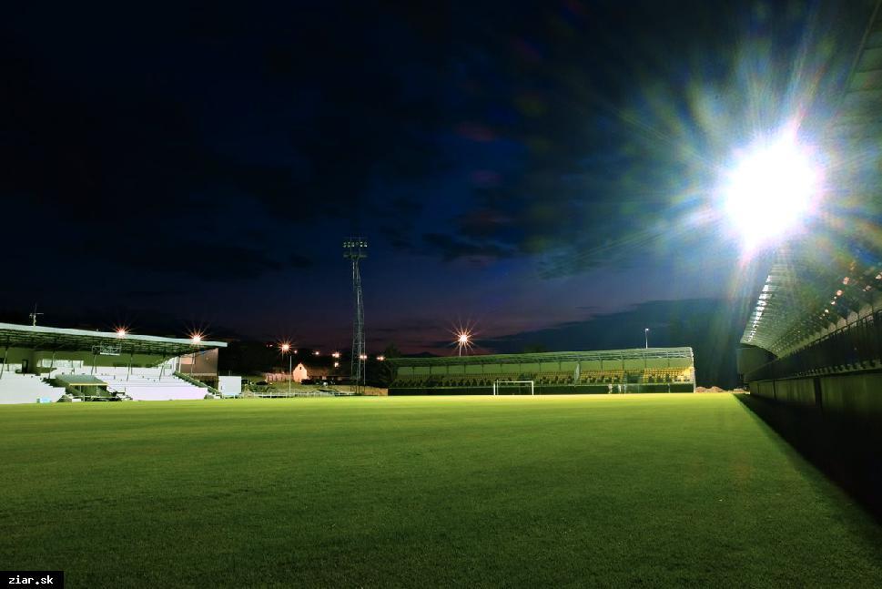 obr: Slávnostné otvorenie futbalového štadióna aj za účasti futbalových osobností