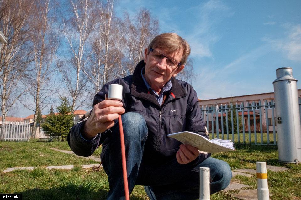 obr: Žiarsky meteorológ Ján Wolf sa predpovediam počasia venuje už viac ako 40 rokov