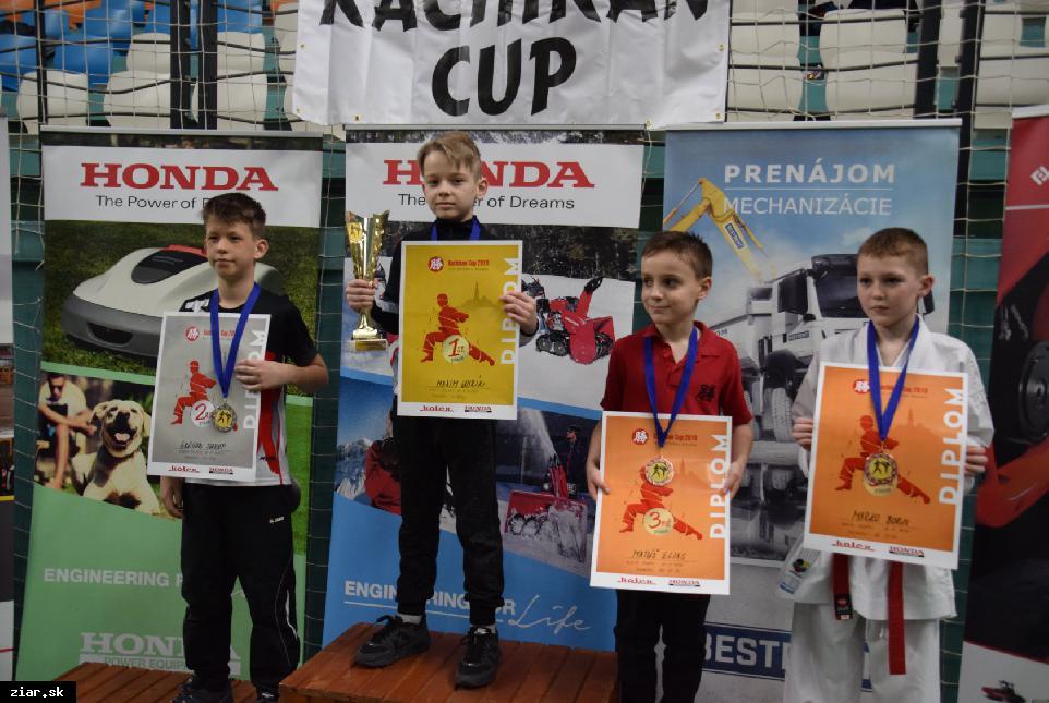 Karatisti bojovali o postupové body na Majstrovstvá SR