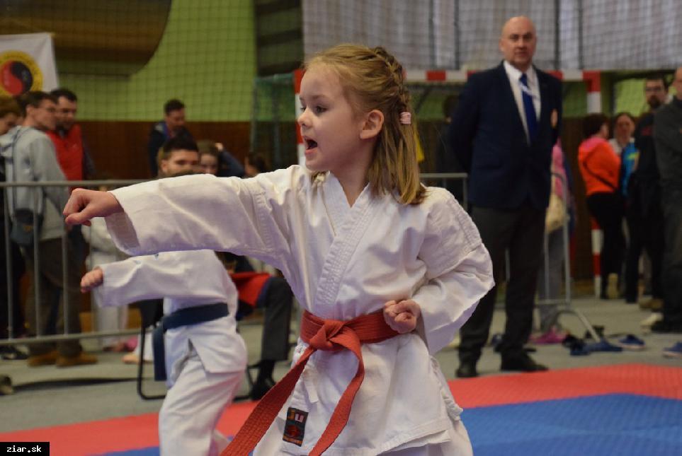 Excelentný výkon 5-ročnej karatistky Olívii Černákovej