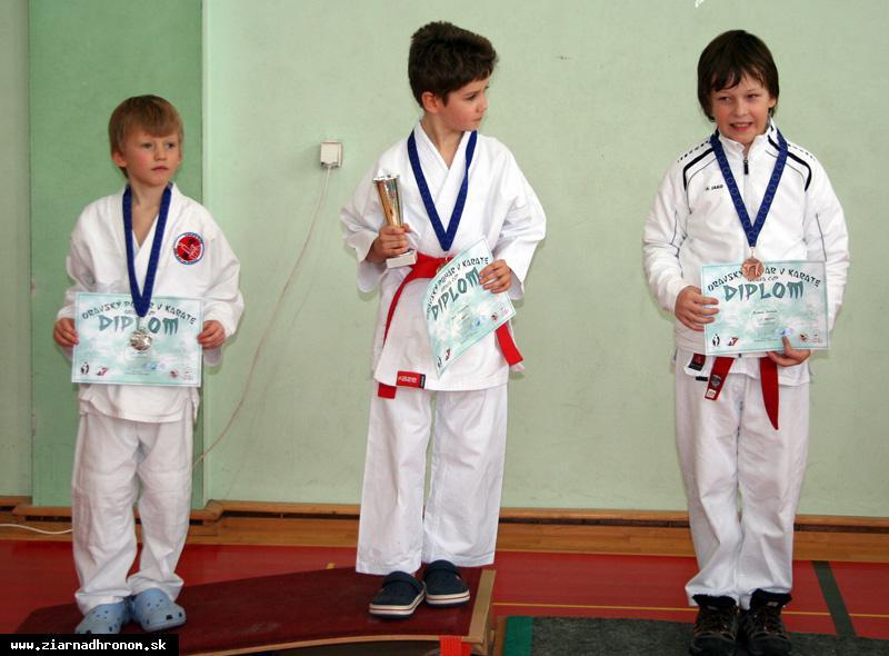 obr: Oravský pohár v karate vo farbe striebra
