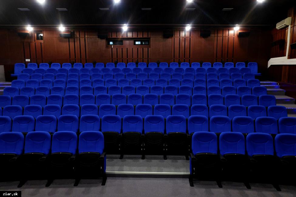 Kino Hron zaviedlo nový vnútorný poriadok