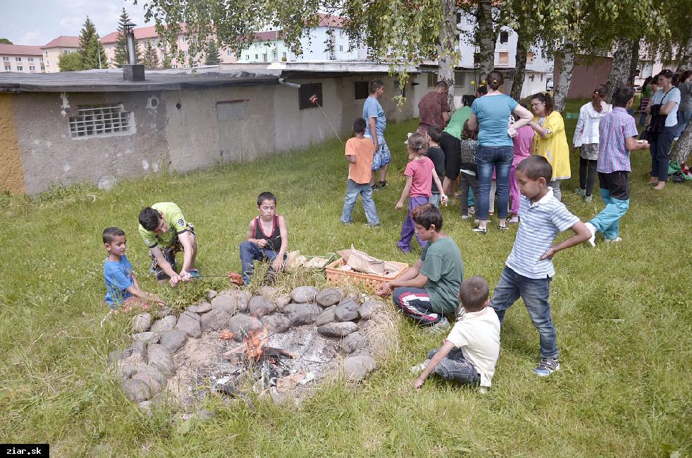obr: Deň detí oslávili hrami a spoločnou opekačkou