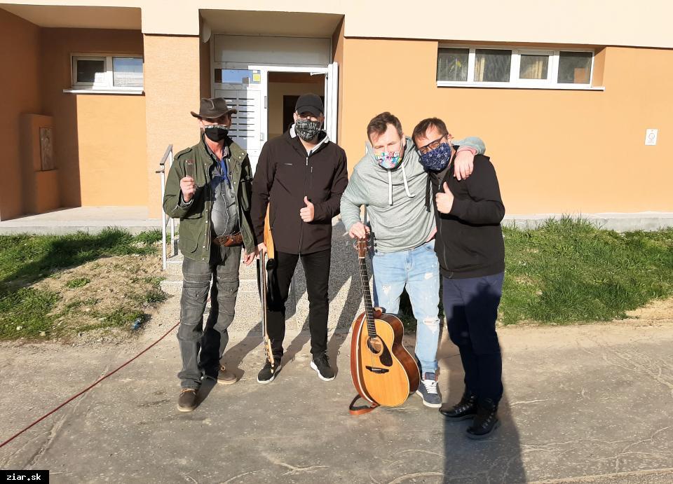 obr: Jedna kapela, jeden deň, jedno miesto = 5 sídlisk a 5 koncertov!