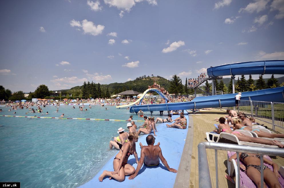 obr: Plážové kúpalisko s nižšou návštevnosťou