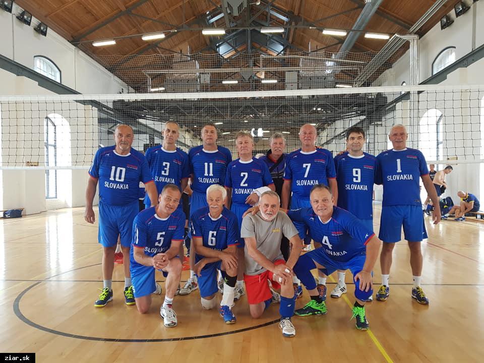obr: Volejbalisti veteráni s druhým miestom na medzinárodnom volejbalovom turnaji