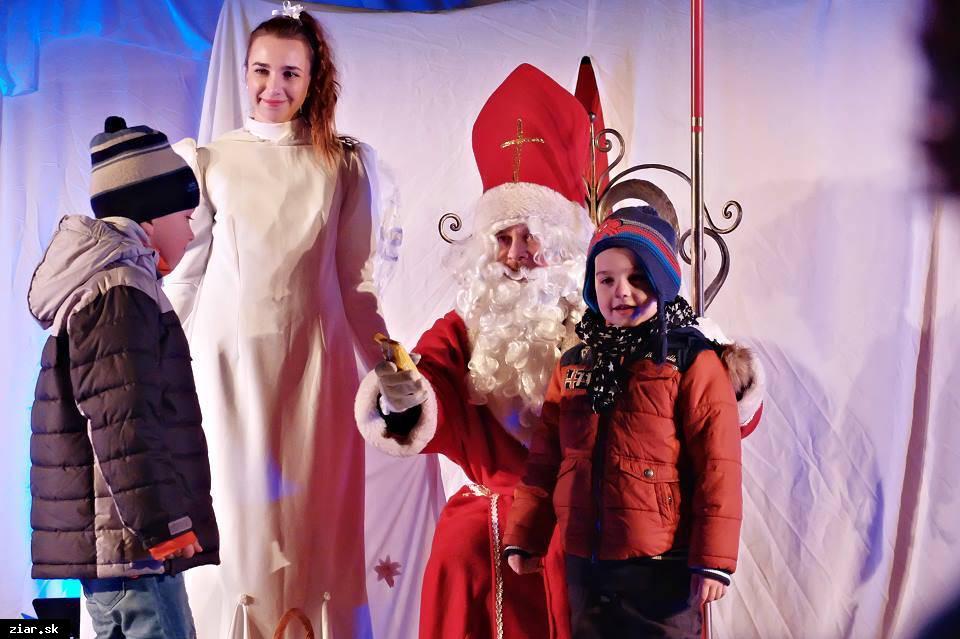 obr: S príchodom Mikuláša sa rozsvietia aj všetky vianočné svetlá v meste