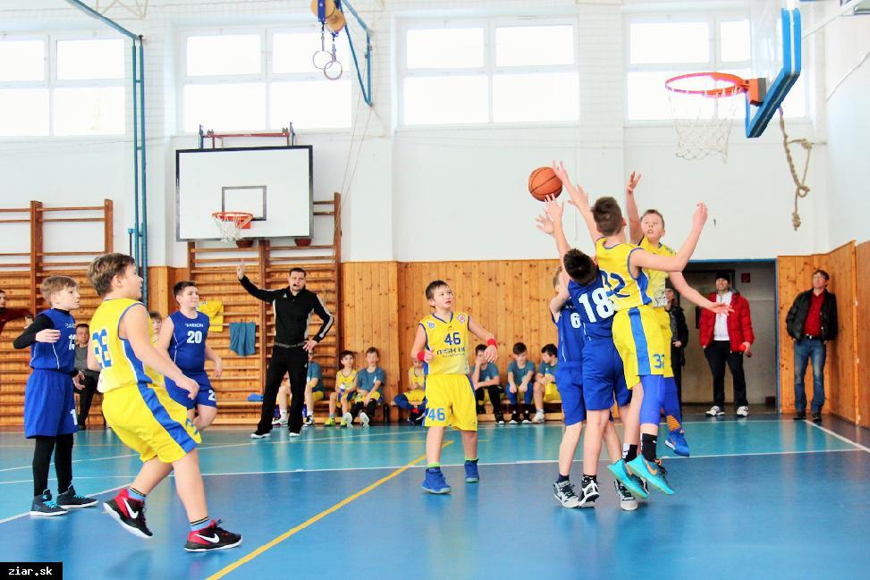 obr: Basketbal: Mladší minižiaci Zvolenu nič nedarovali