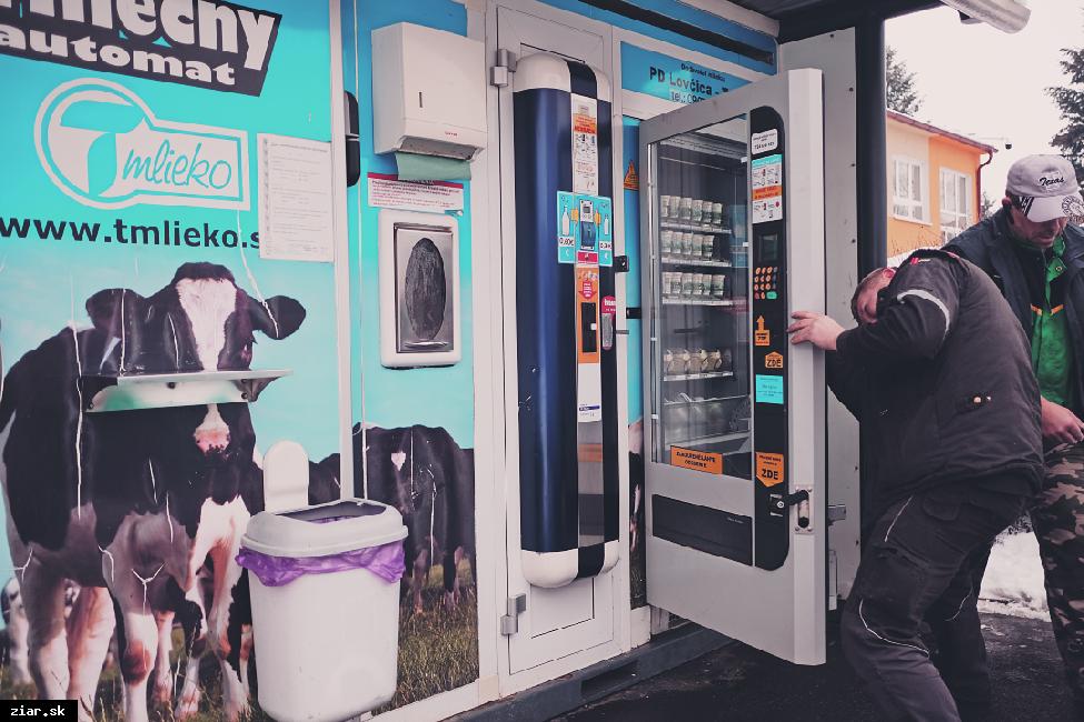 obr: Mliečny automat ničia vandali. Premiestnia ho na iné miesto?