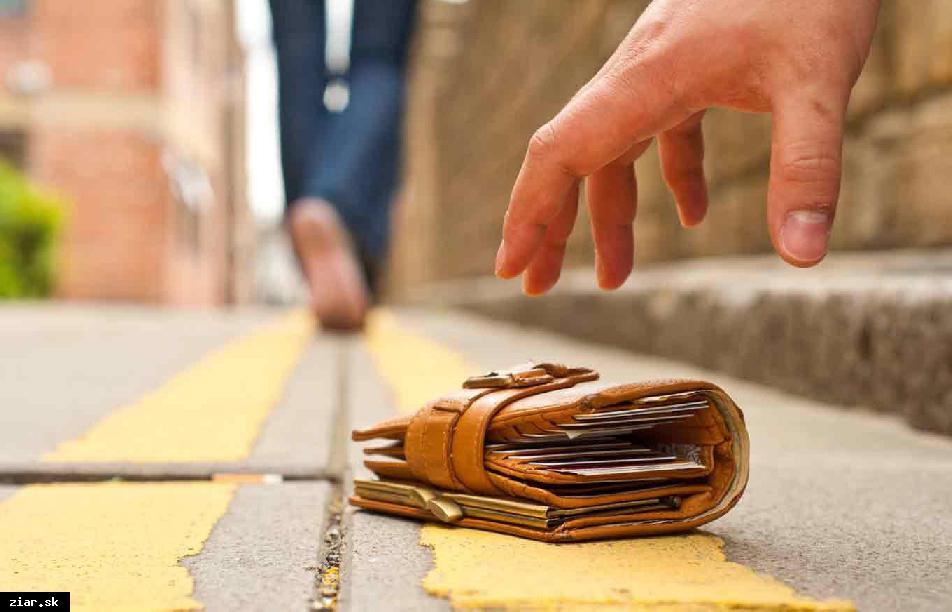 Mestská polícia peňaženku vrátila majiteľovi