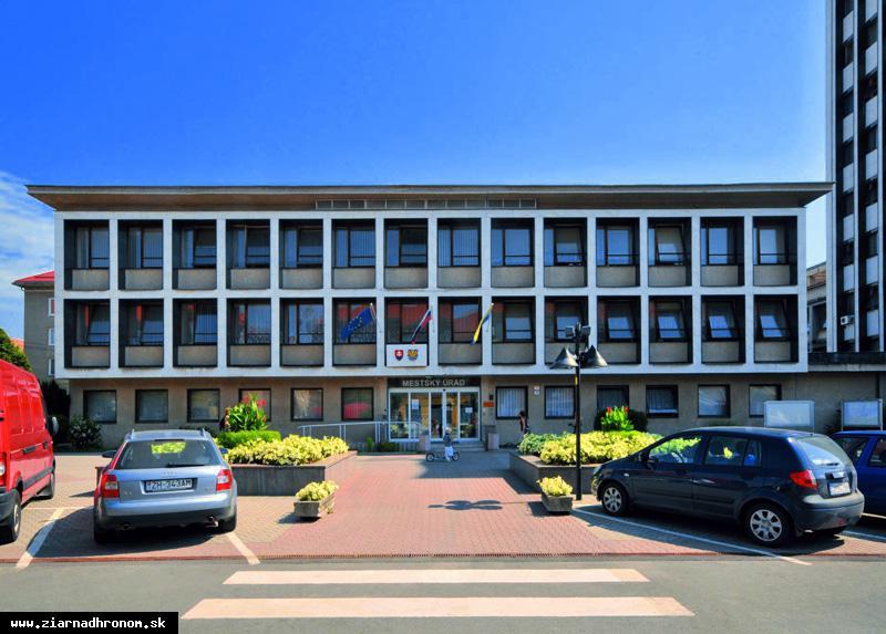 obr: Zmena úradných hodín na mestskom úrade
