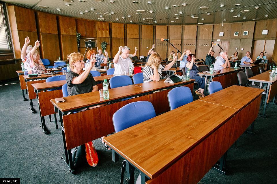 obr: Poslanci sa stretli na mimoriadnom rokovaní MsZ
