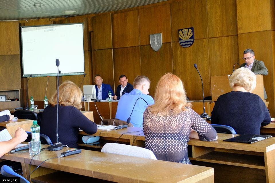 obr: Na mimoriadnom mestskom zastupiteľstve schválili predaj pozemkov