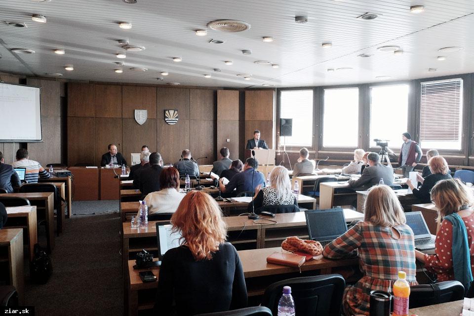 obr: Novembrové zasadnutie mestského zastupiteľstva