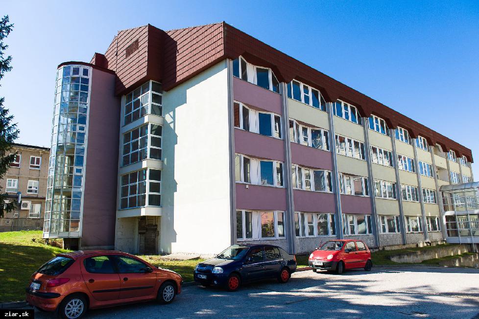 obr: Poslanci schválili odpredaj nedostavaného pavilónu žiarskej nemocnice