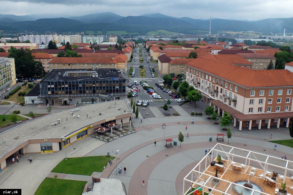 obr: 50 nových parkovacích miest v centre Žiaru