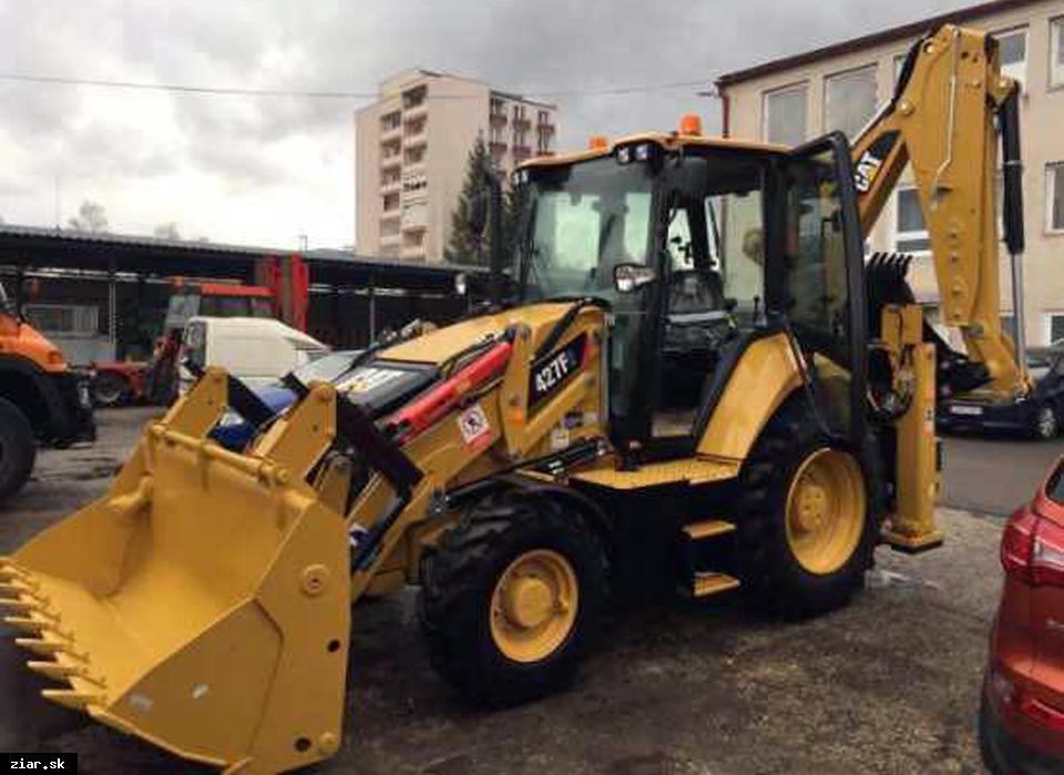 obr: Do vozového parku technických služieb pribudol nový stroj