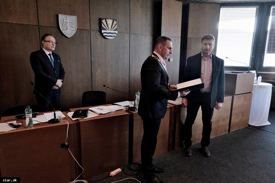 obr: Novým poslancom sa stal Peter Sládeček