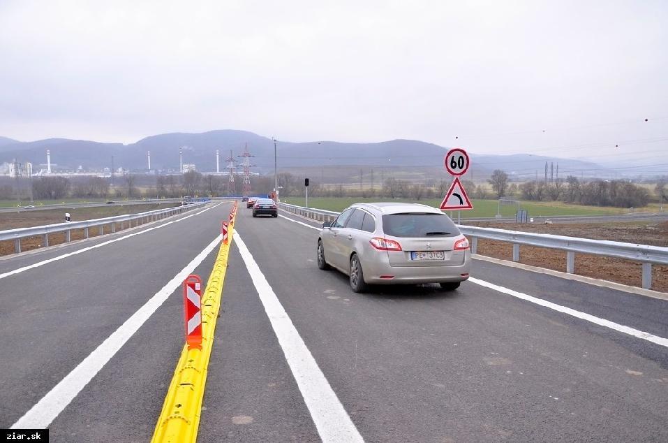 obr: Obchvat Žiaru zíva prázdnotou, áut v meste výrazne neubudlo