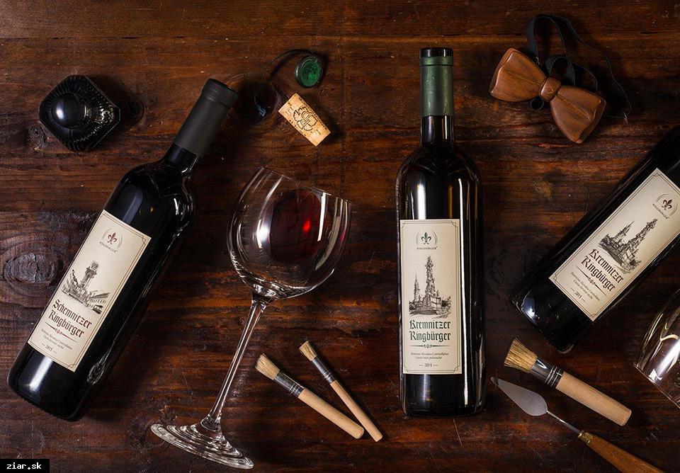 obr: Prvá degustácia vína vo Svätokrížskom dome