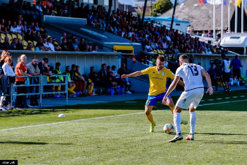 obr: Oddnes sú otvorené vnútorné športoviská. FK Pohronie odohrá dva domáce zápasy