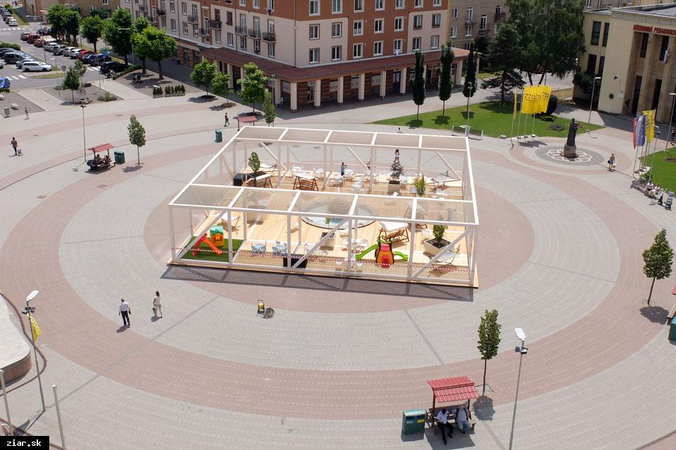 obr: Letný pavilón na námestí oficiálne otvorený 8. júla
