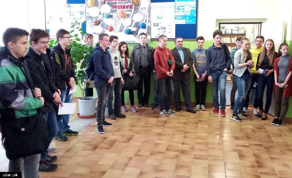 obr: Ôsmak Jakub Kliment porazil deviatakov v krajskom kole Fyzikálnej olympiády