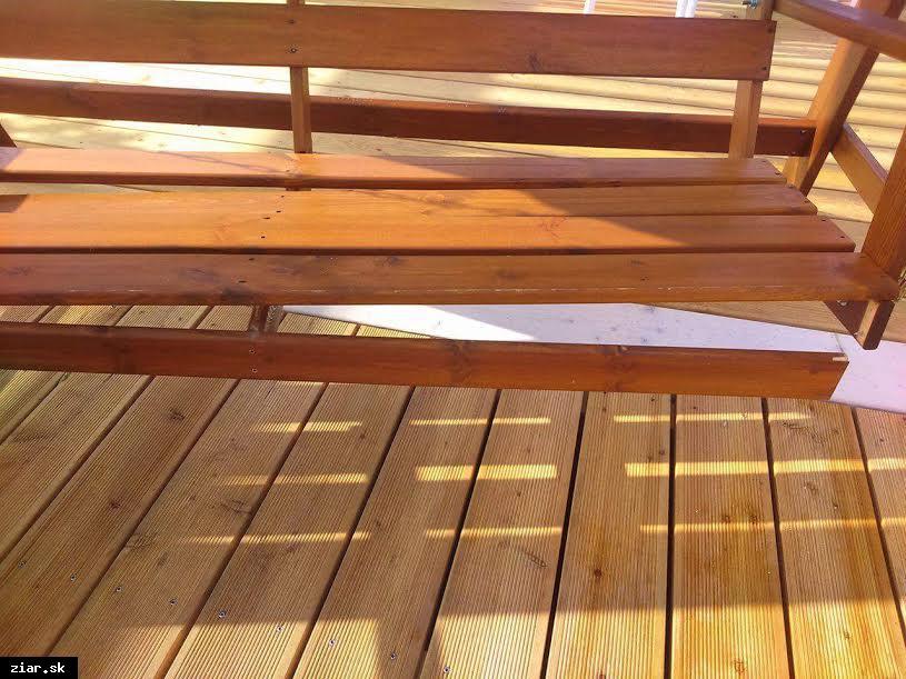 obr: Opravy hojdačiek už krátko po otvorení Letného pavilónu