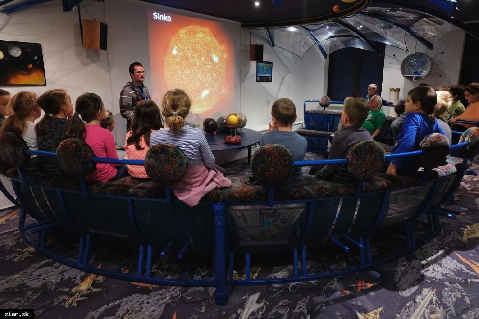 obr: Na kupolu žiarskeho planetária už premietajú po novom