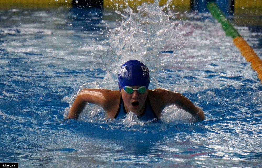 obr: Vianočné plavecké preteky
