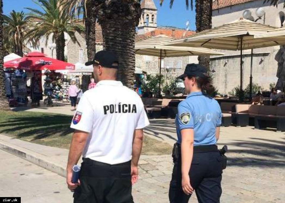 obr: V Chorvátsku slovenskí policajti aj toto leto