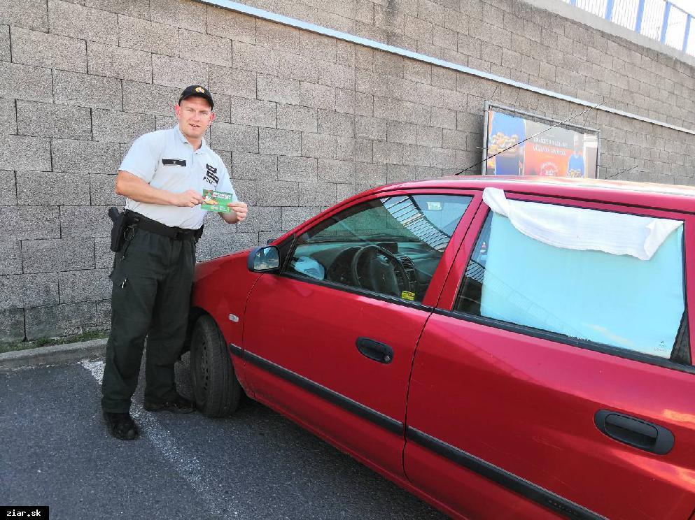 obr: Polícia upozorňuje: Nezabudni na dieťa v aute!