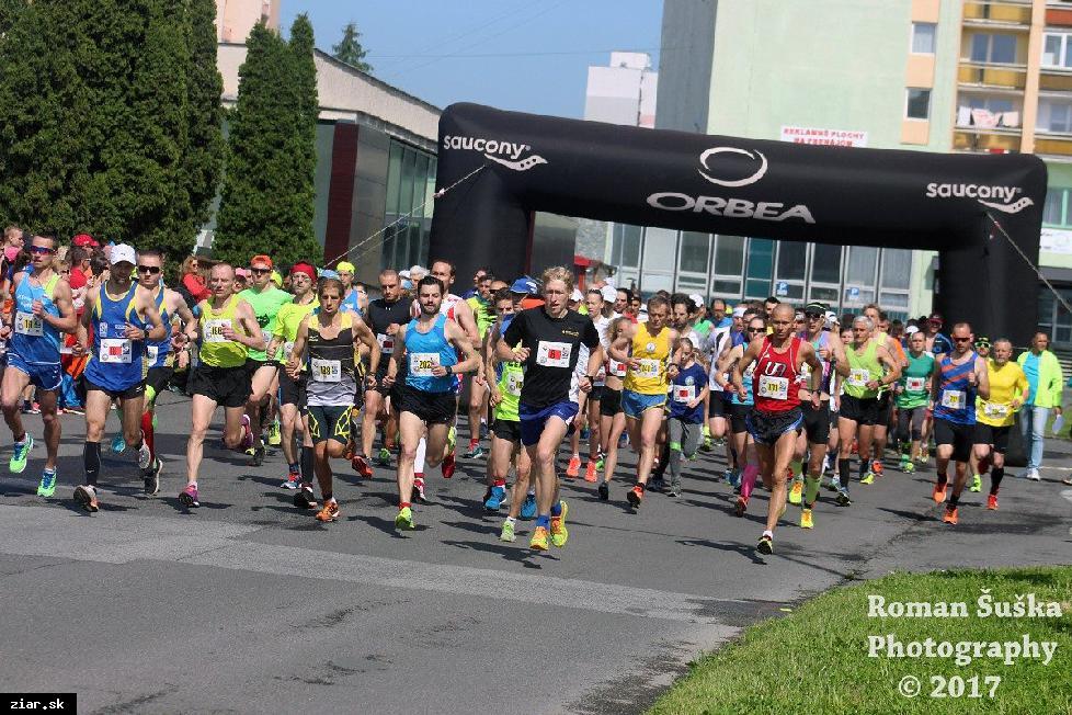 obr: Víťazmi Žiarskeho mestského polmaratónu sa stali Sahajda a Gudaková