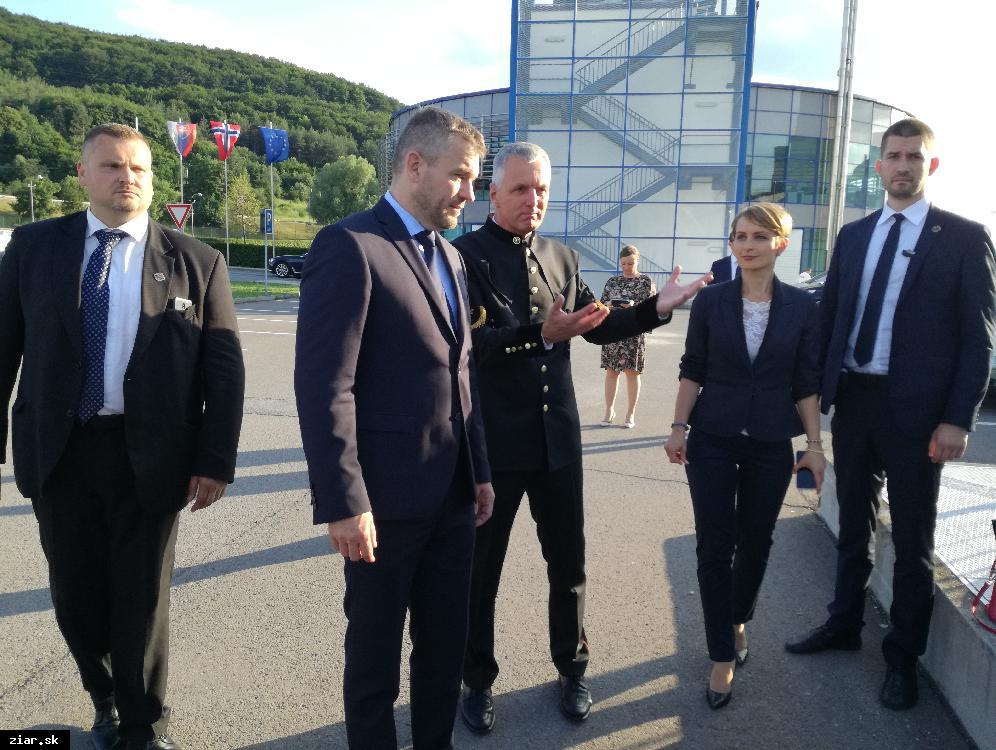 obr: Premiér Pellegrini v Slovalcu