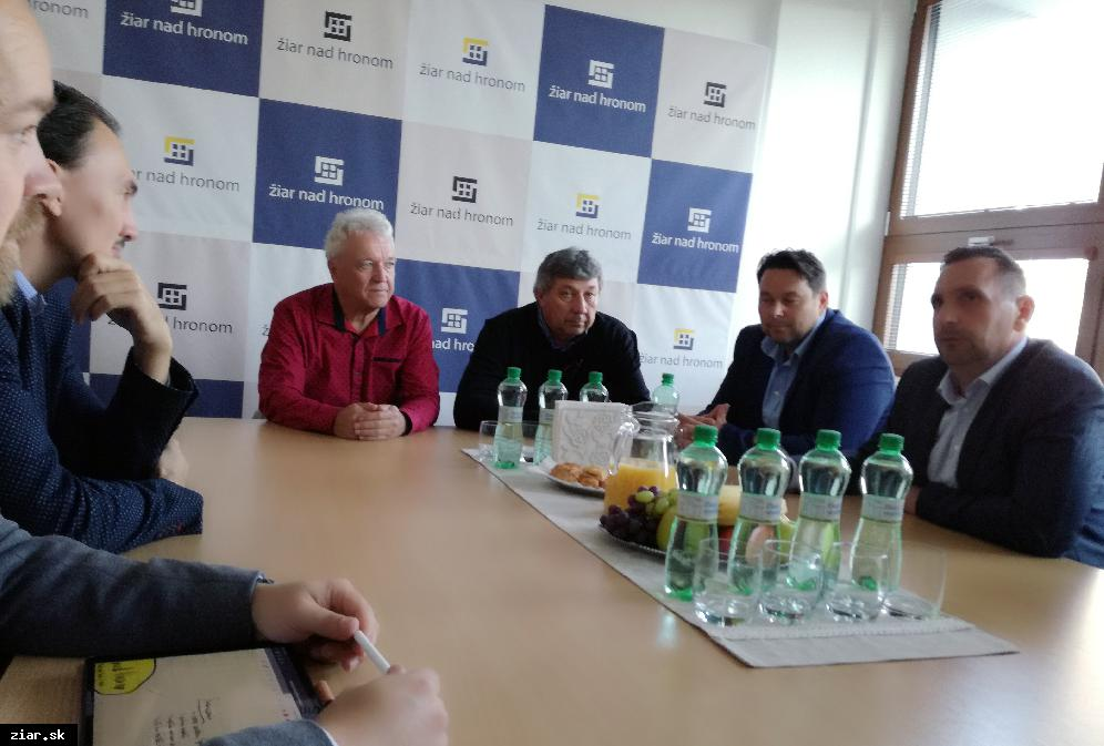 obr: Prezident Slovenského zväzu ľadového hokeja Miroslav Šatan v Žiari