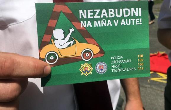 Polícia varuje: Nezabudni na dieťa v aute