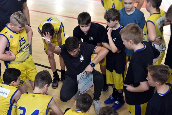basket_starsi_mini_april-2019-dovjzapas-zilina.jpg