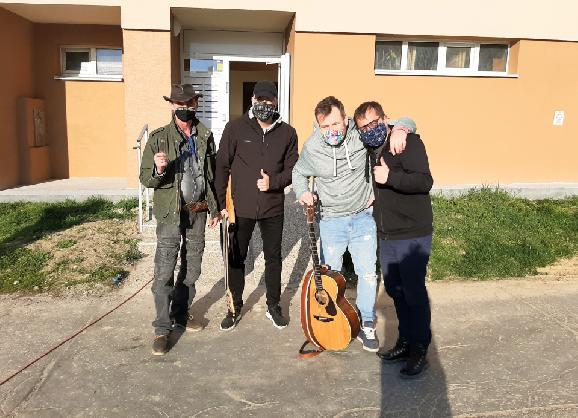 Jedna kapela, jeden deň, jedno miesto = 5 sídlisk a 5 koncertov!