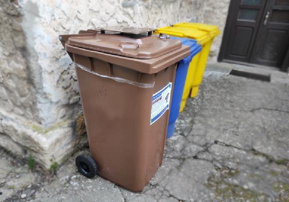 Nemáte ešte zbernú nádobu na biologický rozložiteľný odpad? Vyzdvihnite si ju na zbernom dvore